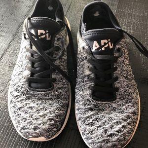 Lululemon APL tennis shoes